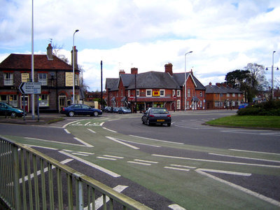800px-Roundabout_cyclelanes.JPG