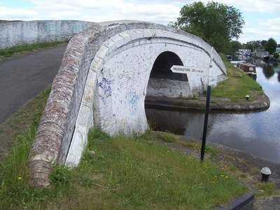 take the paddington branch of Grand Union canal upto foot bridge.JPG