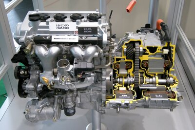 Toyota_1NZ-FXE_Engine_01.jpg